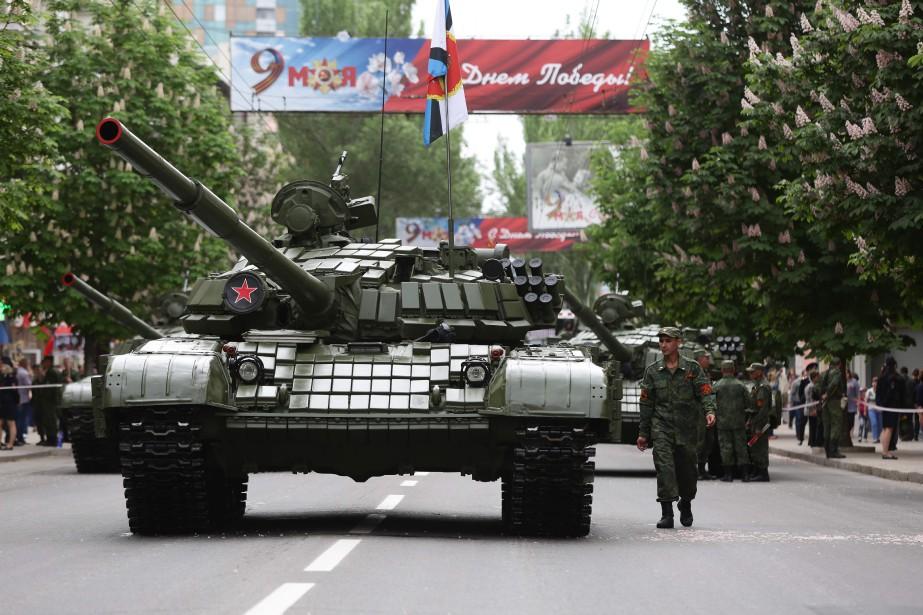 Des militants de la république auto-proclamée de Donetsk... (PHOTO Aleksey FILIPPOV, archives AFP)