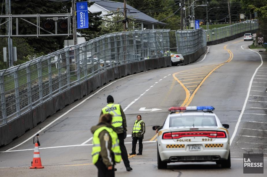 Un imposant périmètre de sécurité a été dressé... (Photo Edouard Plante-Fréchette, La Presse)