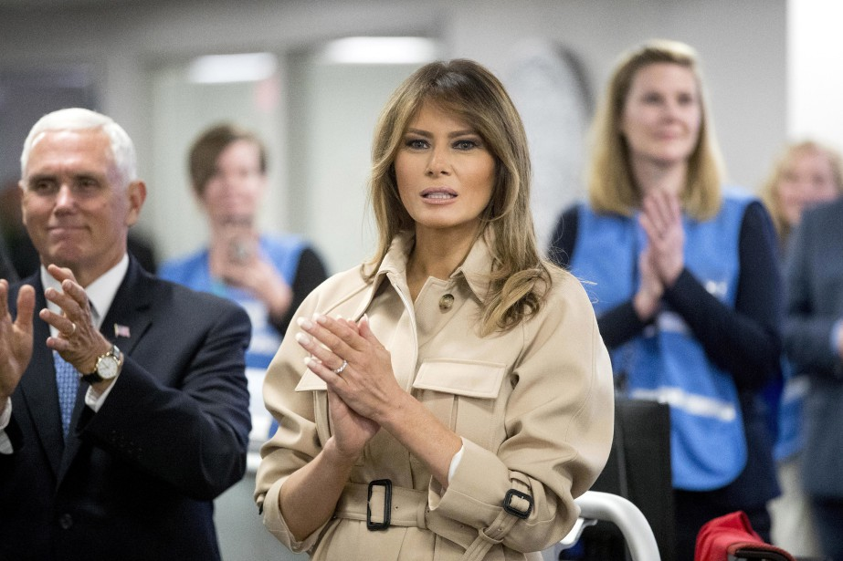 Melania Trump applaudit son mari après qu'il eut... (PHOTO AP)