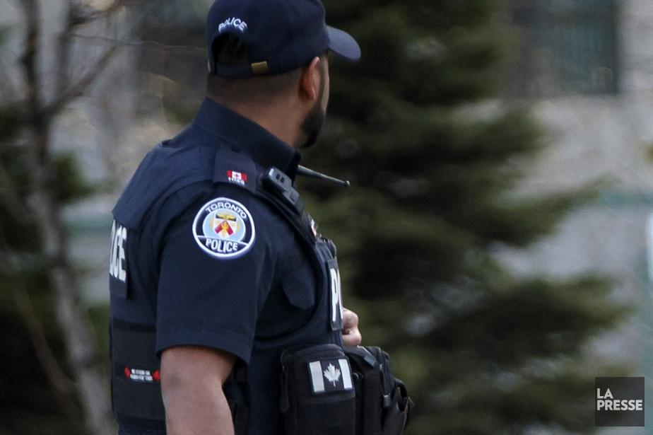 Sur cette photo, un policier, à Toronto.... (Olivier Jean, archives La Presse)