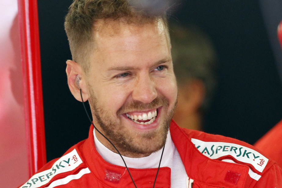 Le pilote allemand Sebastian Vettel dans le paddock... (AP)