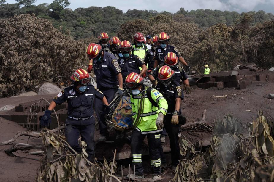 Le bilan de l'éruption s'établit actuellement à 99... (Photo Johan Ordonez, Agence France-Presse)