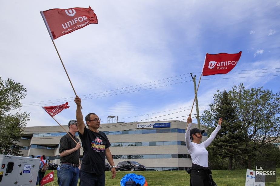 Des employés avaient manifesté le lendemain du déclenchement... (Photo Hugo-Sébastien Aubert, archives La Presse)