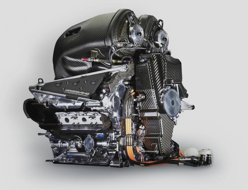 Mercedes W09 - 2018 MERCEDES EQ POWER+V6 turbocompressé à 90degrés en position longitudinale + deux systèmes de récupération et d'entreposage de l'énergie cinétique (MGK) et de l'énergie thermique (MG-H).1600cm 3 , double arbre à cames en tête (quatre soupapes par cylindre)La complexité de ce groupe propulseur oblige les pilotes à gérer l'utilisation de la puissance non seulement sur l'ensemble d'un Grand Prix, mais aussi pendant untour. | 7 juin 2018