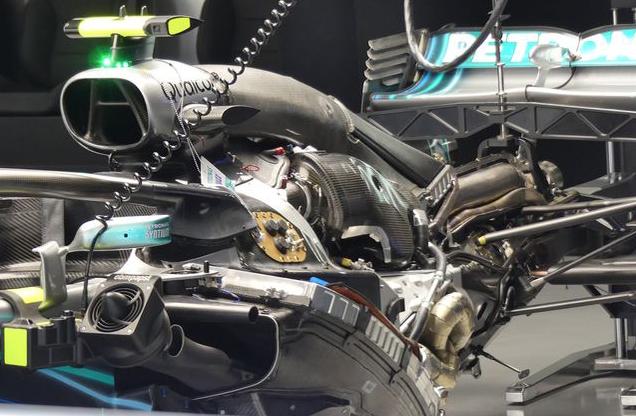 Mercedes W09 - 2018 Puissance estimée à plus de 700kW (960ch) à 15000tr/minMalgré plusieurs limitations (cylindrée, vitesse de rotation, pression du turbo), la puissance approche les 1000ch, un chiffre que les motoristes pourraient aisément franchir s'ils ne devaient pas assurer la fiabilité de l'ensemble. | 7 juin 2018
