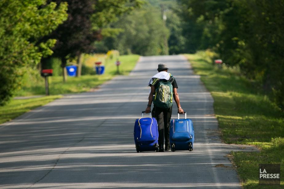 Le gouvernement affirme que les services frontaliers ne... (PHOTO MARTIN TREMBLAY, ARCHIVES LA PRESSE)