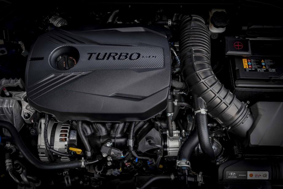 Hyundai Veloster : le 4-cyl. turbo de 1,6 litre génère 201 ch. à6000 tr/min un couple de195 lb-pi entre 1500 et 4500 tr/min. ()