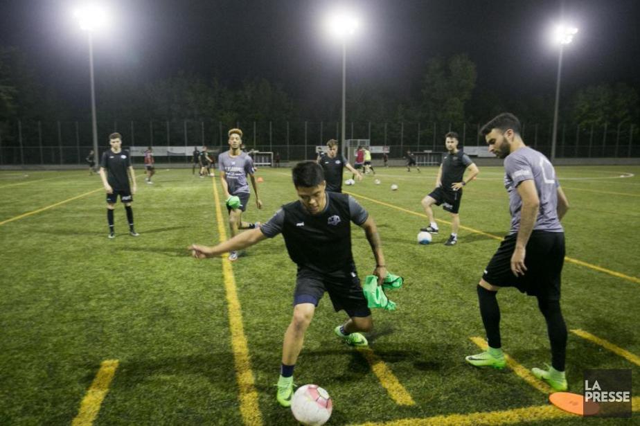 Les joueurs de l'AS Blainville à l'entraînement en... (Photo François Roy, archives La Presse)