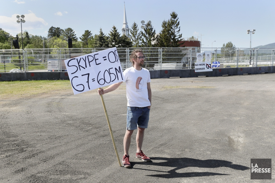 La « zone de libre expression », ce stationnement ceinturé... (PHOTO ROBERT SKINNER, LA PRESSE)