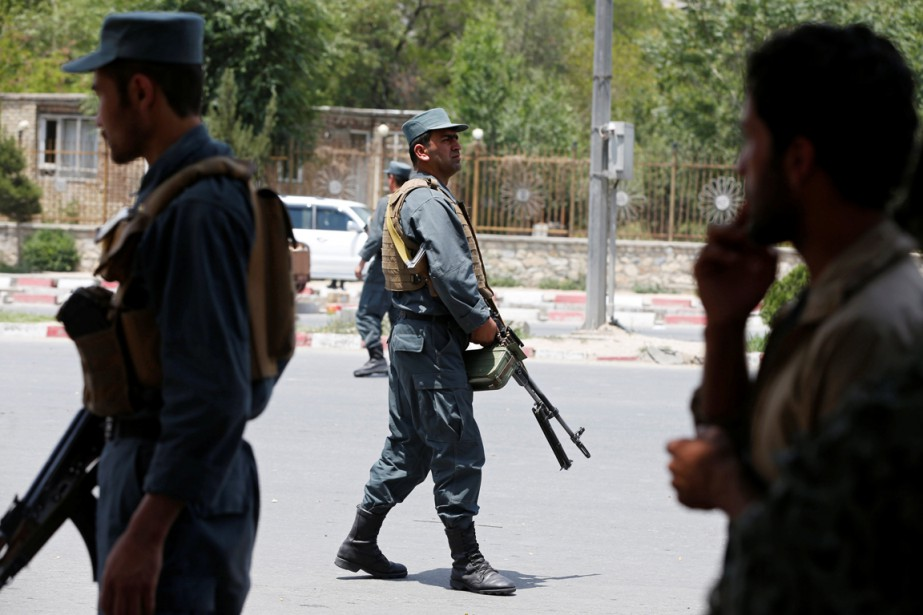 La police afghane est aux aguets alors que... (PHOTO REUTERS)