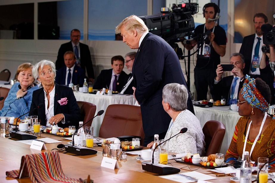 Donald Trumpest entré en catimini, après l'allocution d'ouverture... (PHOTO EVAN VUCCI, ASSOCIATED PRESS)