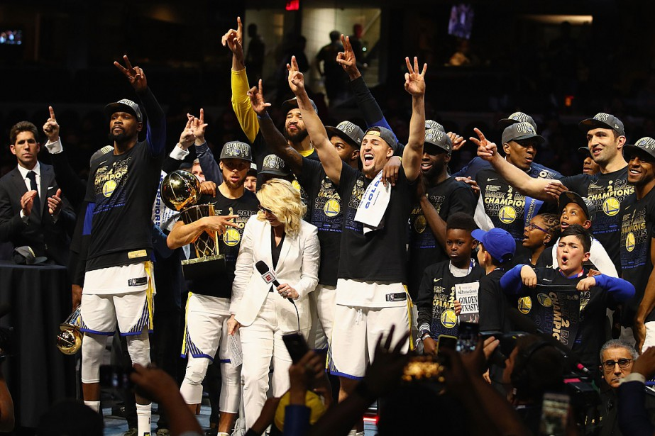 LesWarriors de Golden State ont remporté un troisième... (PHOTO GREGORY SHAMUS, GETTY IMAGES/AFP)