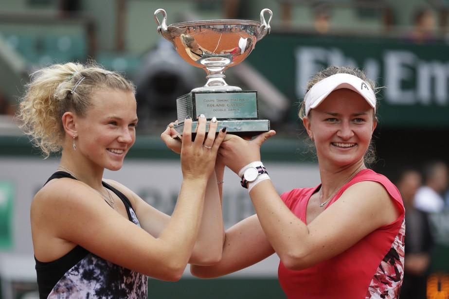 Katerina Siniakova et Barbora Krejcikova... (Photo Alessandra Tarantino, Associated Press)