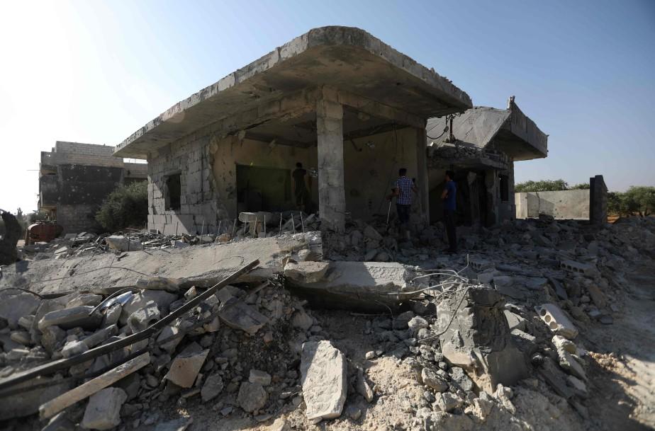 Un immeuble détruit par des bombardements aériens dans... (Photo Omar haj kadour, archives Agence France-Presse)