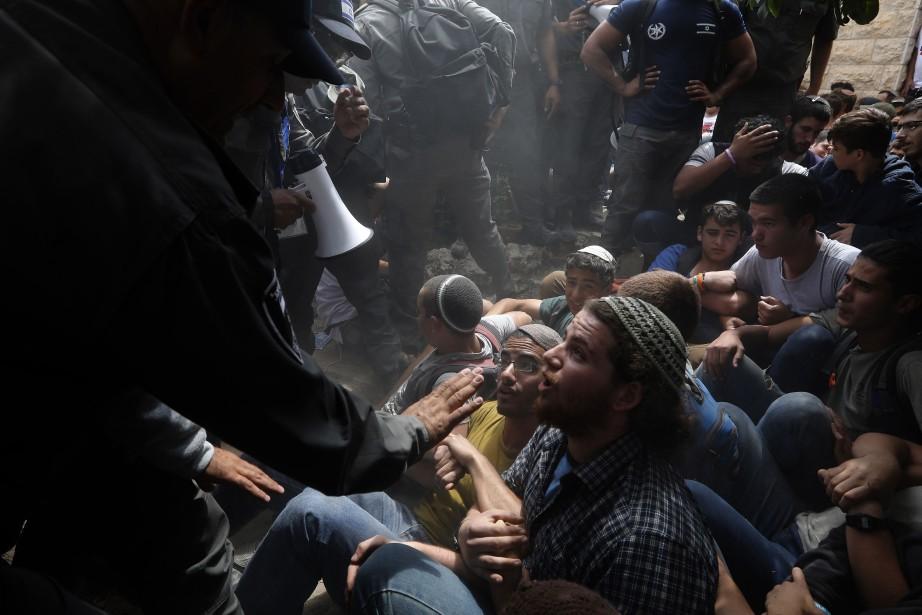 L'évacuation de la colonie de Netiv Haavot, au... (Photo Menahem Kahana, Agence France-Presse)