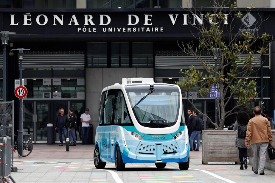 Les navettes Autonom Shuttle sont déjà en service à Courbevoie, près de Paris, dans le secteur de La Défense. | 12 juin 2018