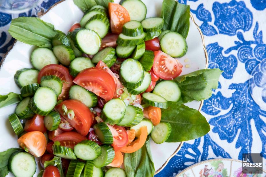 Salade de tomates et concombres... (Photo Marco Campanozzi, La Presse)