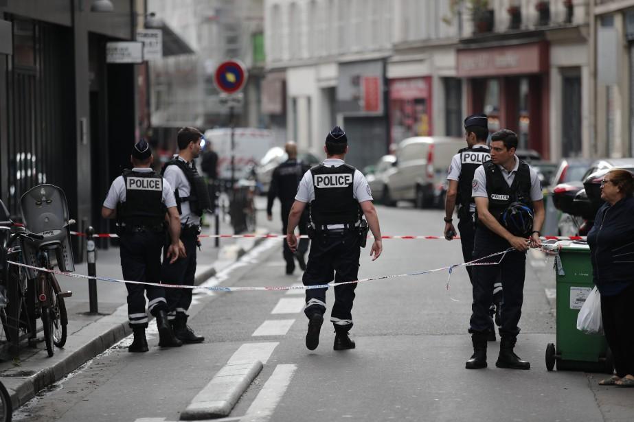Un important périmètre de sécurité avait été mis... (Photo Francois Mori, Associated Press)