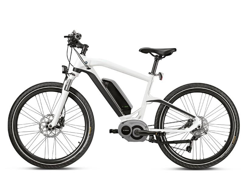BMW Cruise - Plusieurs des meilleurs composants des vélos électriques modernes sont de marque allemande, ce qui sourit à BMW. Son vélo Cruise est doté d'une pile de 400 Wh signée Bosch, et de capteurs effectuant quelque 1000 calculs à la seconde pour en maximiser l'assistance. Coût 5150 $ | 12 juin 2018