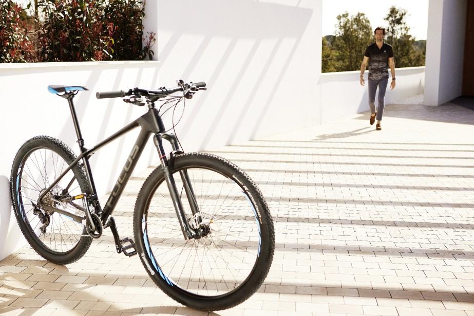 Mercedes-Benz Focus -  Le Mountain Bike est offert en quatre dimensions de cadre (38, 42, 46 et 50 po). Il fait 11,4 kg et a la fiche technique qu'il faut pour grimper, mais surtout, dévaler les pentes avec assurance. Mais saliriez-vous un vélo de 5000 $ ? | 12 juin 2018