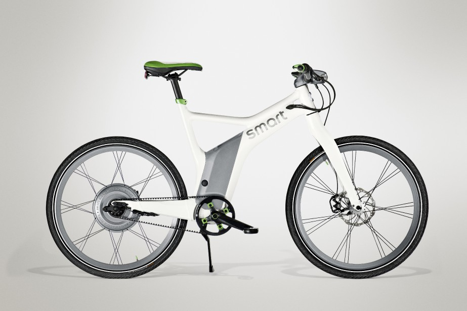 Smart ebike -  Levélo électrique de Smart pèse 25,8kg et ajoute la puissance d'un moteur de 300Wà l'effort fourni en pédalant. Le dérailleur ne compte que trois rapports, mais le reste de la fiche technique est à l'avenant. Son prix:4250$. | 12 juin 2018