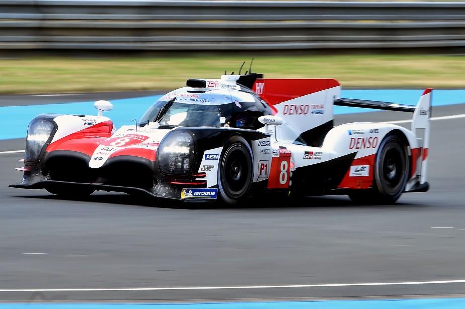 Fernando Alonso au volant de la Toyota TS050 Hybride, durant les essais libres du 3 juin, en préparation de la 86<sup>e</sup>édition des 24 Heures du Mans. (AFP)