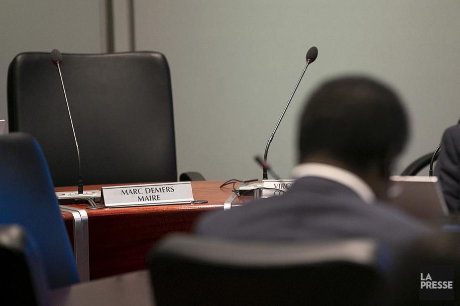 Un conseil municipal s'est tenu sans le maire... (David Boily, archives La Presse)