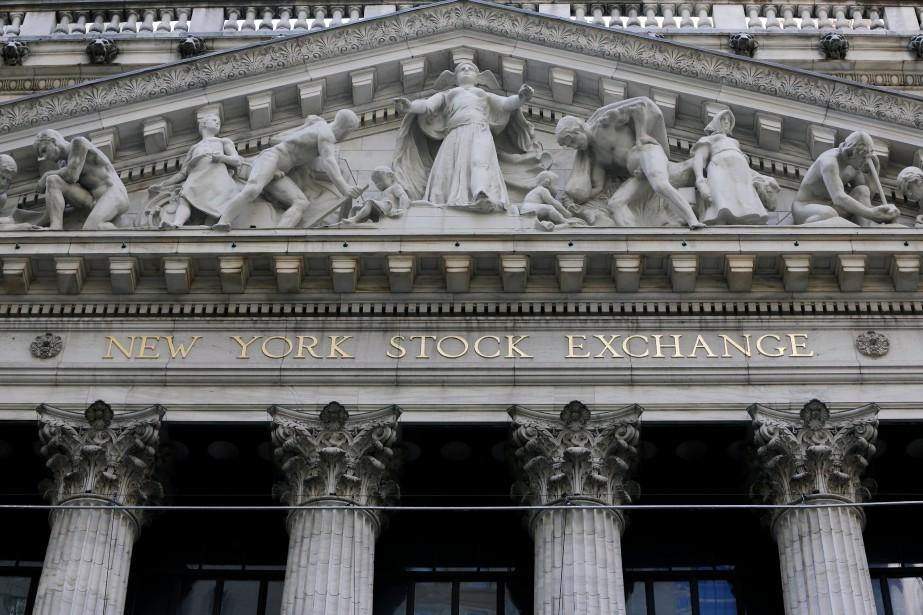 À New York, le Dow Jones Industrial Average... (Photo Richard Drew, archives AP)