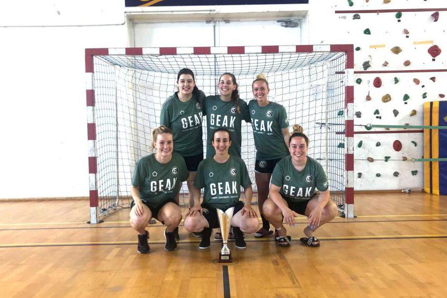 L'équipe féminine du Cinque Stelle Football Club a... (PHOTO SÉBASTIEN BRISSET, FOURNIE PAR LE CINQUE STELLE FC)