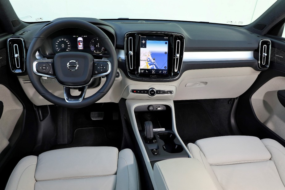 Volvo sait, mieux que ses concurrents, comment intégrer harmonieusement l'incontournable écran d'infodivertissement au très traditionnel tableau de bord. | 15 juin 2018