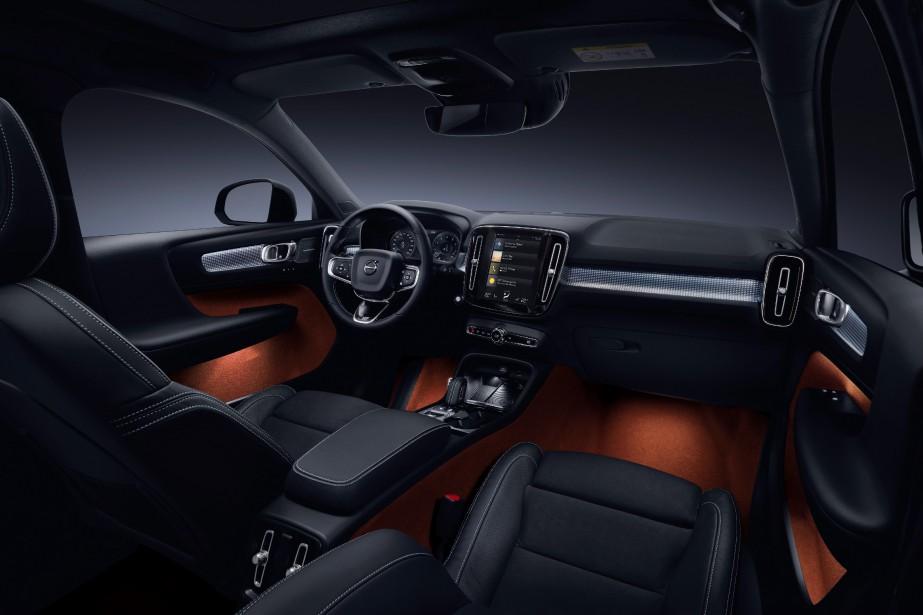 Accueillant et plutôt zen, l'habitacle est un endroit où il fait bon se retrouver, même si la qualité des matériaux trahit la nature «bon marché» (pour une Volvo, s'entend...) du XC40. | 15 juin 2018