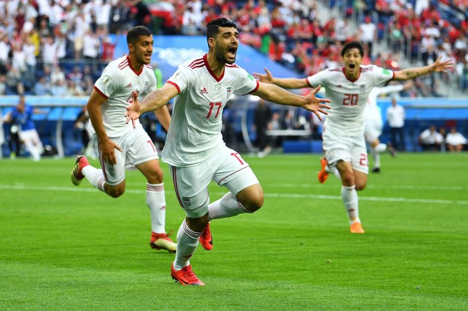 Les joueurs de l'Iran célèbrent après leur but.... (Photo Dylan Martinez, Reuters)