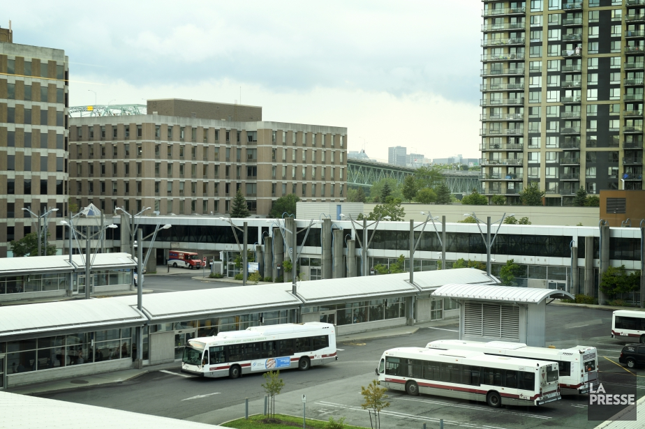 Le terminus d'autobus de la station de métroLongueuil-Université-de-Sherbrooke... (Photo Bernard Brault, archives La Presse)