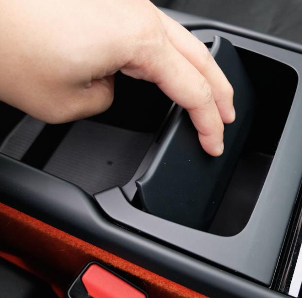 Tellement pratique, cette poubelle. Pourquoi toutes les autos n'en ont pas toutes une ? | 15 juin 2018