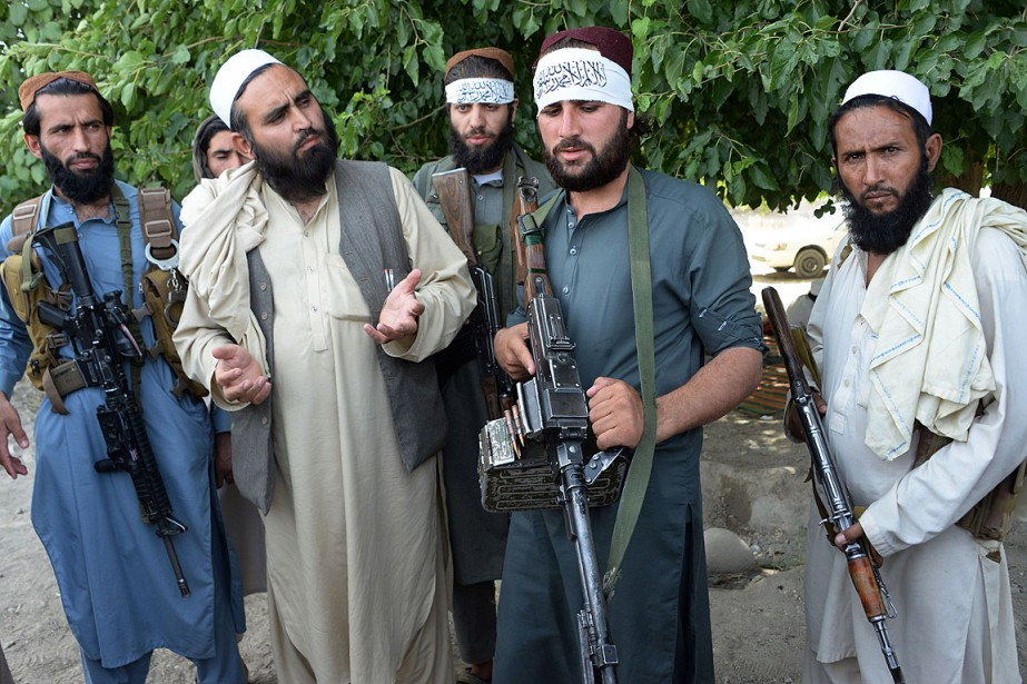 Des militants talibans sont descendus dans la rue... (PHOTO NOORULLAH SHIRZADA, AGENCE FRANCE-PRESSE)