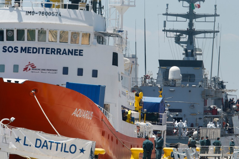 Les navires Aquarius et Orione.... (Photo PAU BARRENA, Agence France-Presse)