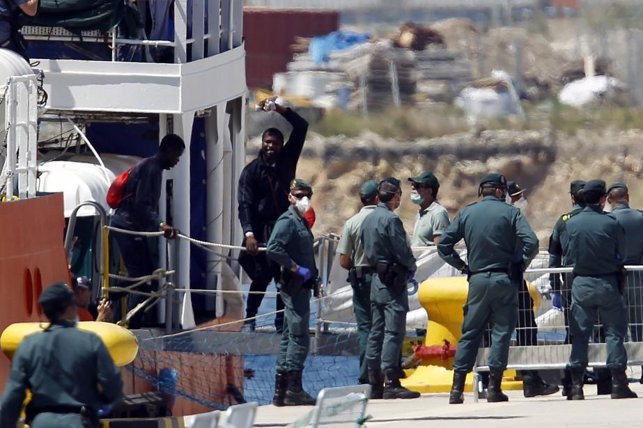 Les migrants de l'Aquarius sont arrivés à Valence.... (Photo Alberto Saiz, Associated Press)