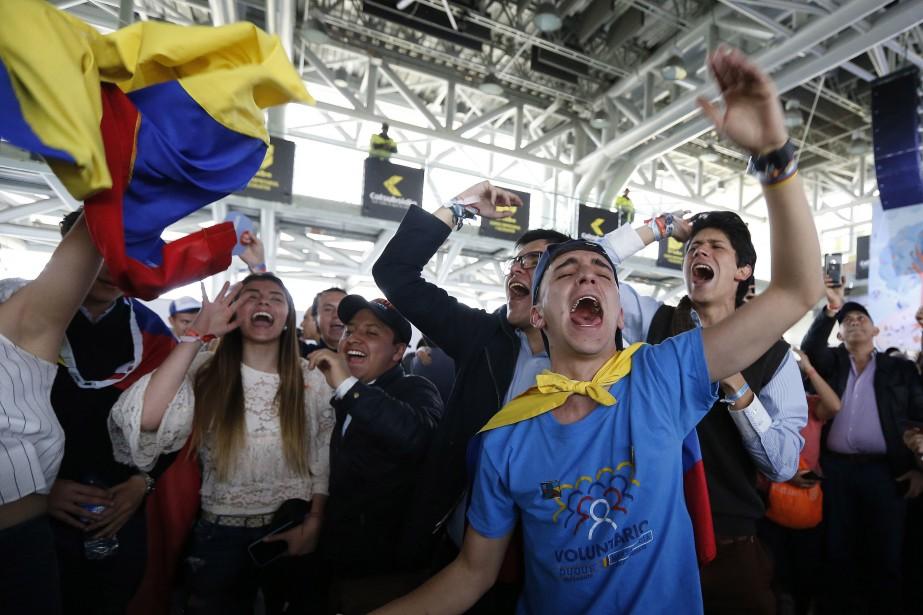 Des partisans d'Ivan Duque célèbrent à Bogota.... (PHOTO AP)