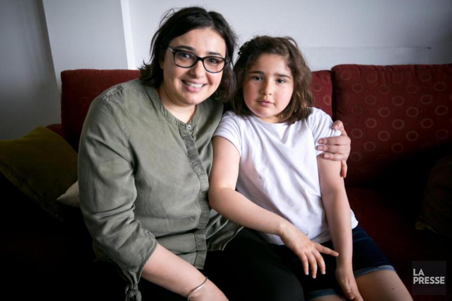 Najwa Benbouzid et sa fille Yassmine, 8 ans,... (PHOTO FRANÇOIS ROY, LA PRESSE)