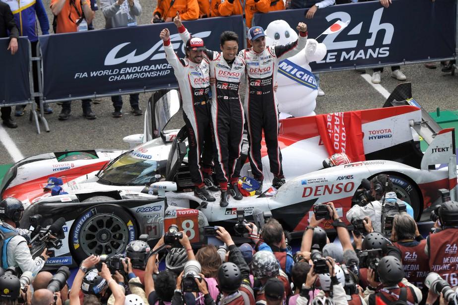 L'Espagnol Fernando Alonso (à g.), le Japonais Kazuki... (photo AFP)