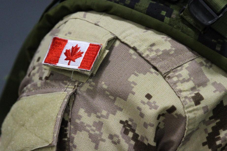 Un membre de la police militaire basé à Halifax, en