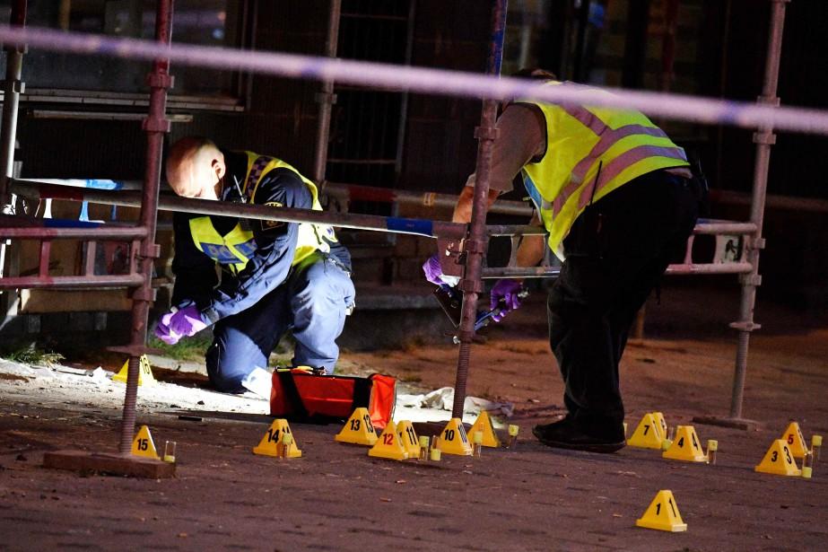 La police a érigé un périmètre dans le... (PHOTO AFP)