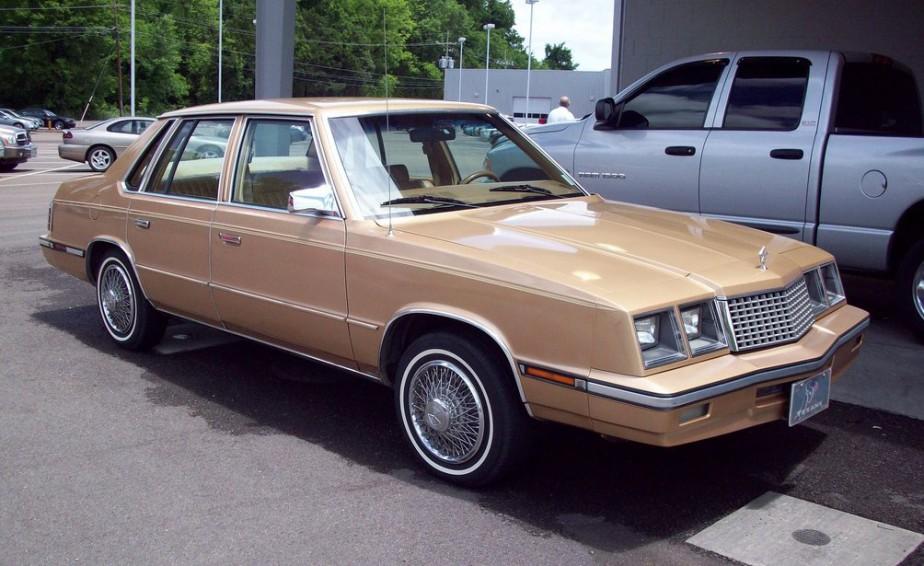 Sa pire voiture - La Plymouth Caravelle des années 80 que ses amis avaient surnommée «la chambre à gaz» à cause de son échappement troué. | 19 juin 2018