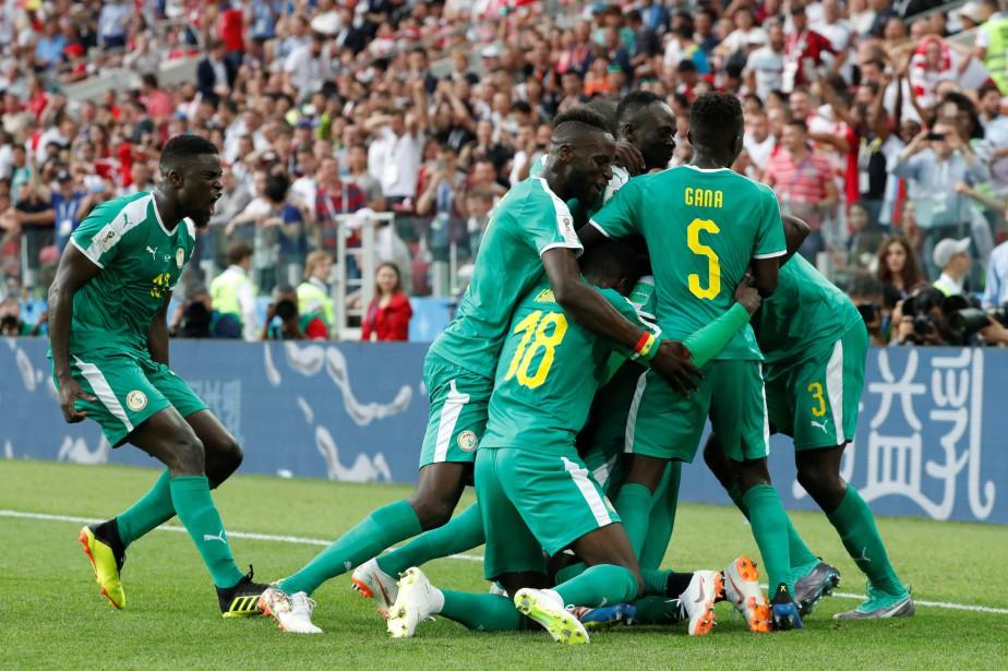 Les joueurs du Sénégal célèbrent après leur deuxième... (Photo Grigory Dukor, Reuters)