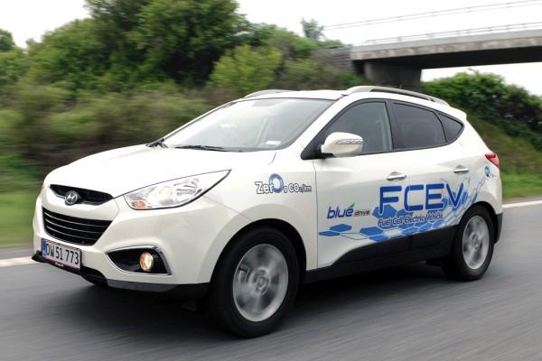 Hyundai a commencé à commercialiser à petite échelle (et à perte) une version à hydrogène du Santa Fe, en Corée du Sud, en Californie et en Europe. | 20 juin 2018