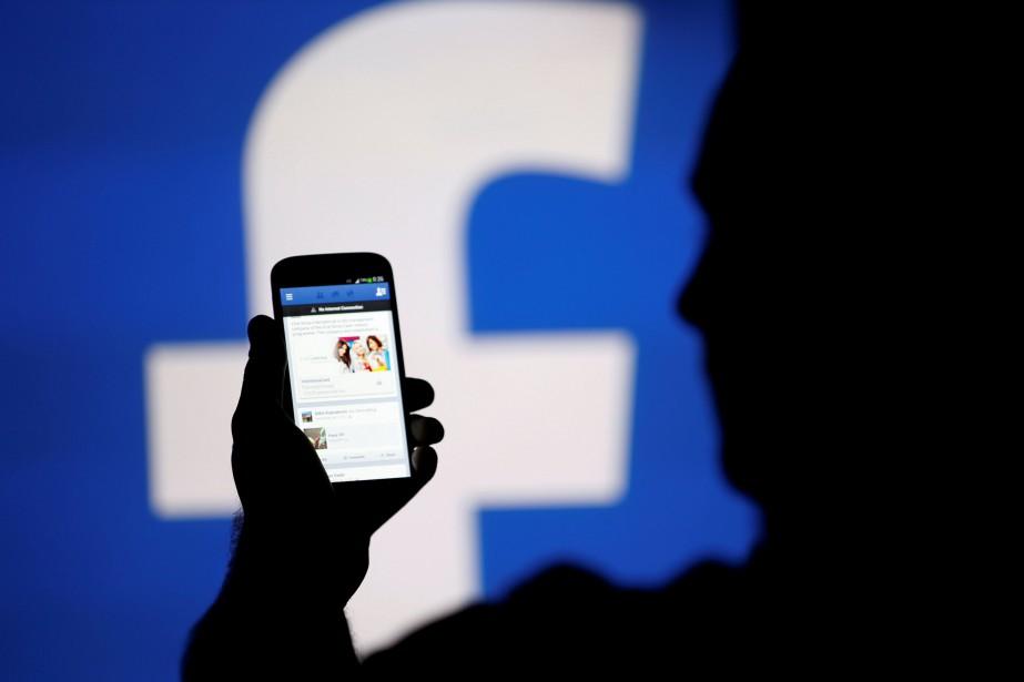 Facebook va utiliser l'apprentissage automatique et d'autres outils... (REUTERS)