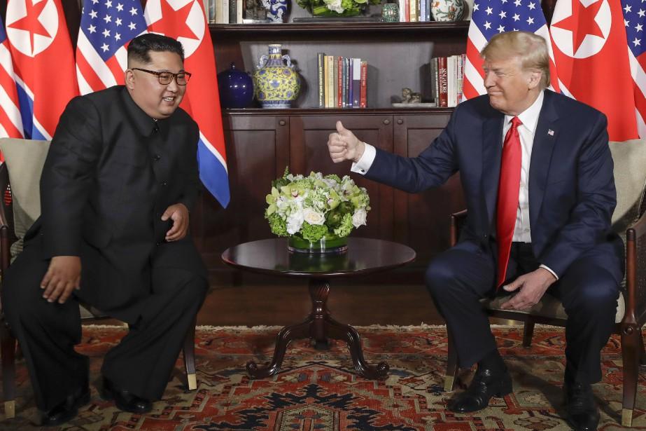 Le leader nord-coréen Kim Jong-un et le président... (AP)