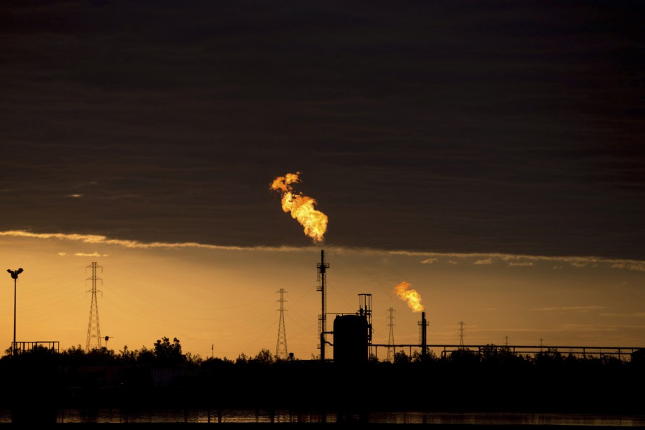 L'OPEP augmentera sa production de pétrole d'environ un... (Photo Fernando Llano, archives Associated Press)