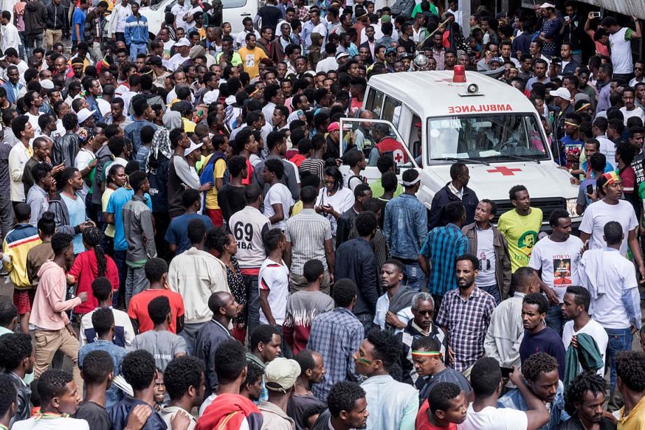 L'explosion d'une grenade et le mouvement de panique... (PHOTO YONAS TADESE, AGENCE FRANCE-PRESSE)