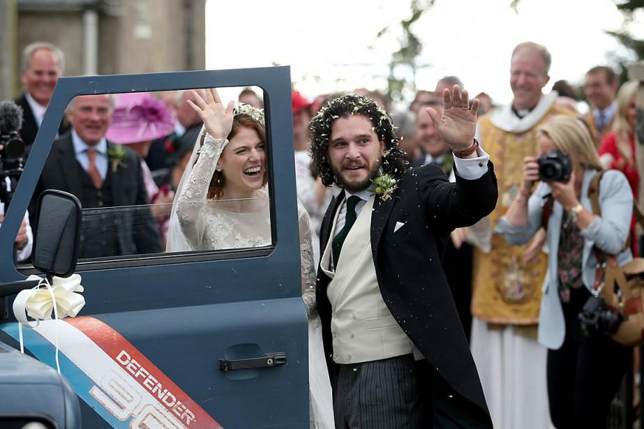 Kit Harington et Rose Leslie se sont mariés... (PHOTO JANE BARLOW/PA VIA AP)